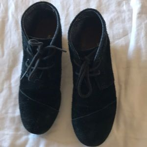 Toms Black Suede Wedge Booties Size 4